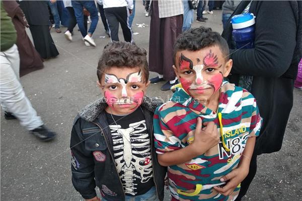 أبطال ساحة الحسين تخطف الأنظار.. «بائع العرقسوس» أبرزهم