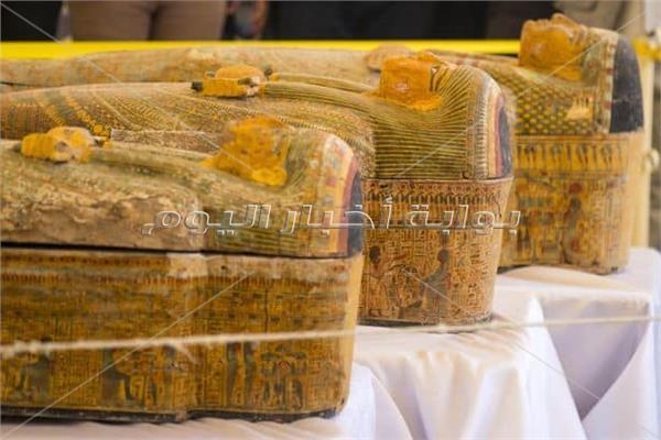 وزارة الآثار تنقل توابيت« خبيئة العساسيف» من الأقصر إلى المتحف الكبير