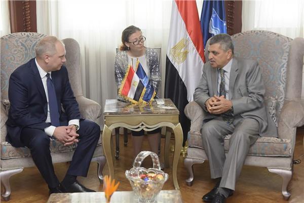 رئيس هيئة قناة السويس يستقبل نائب وزير الصناعة والتجارة الروسى