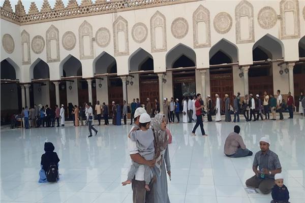الأسر تتوافد على احتفالية المولد النبوي بالجامع الأزهر