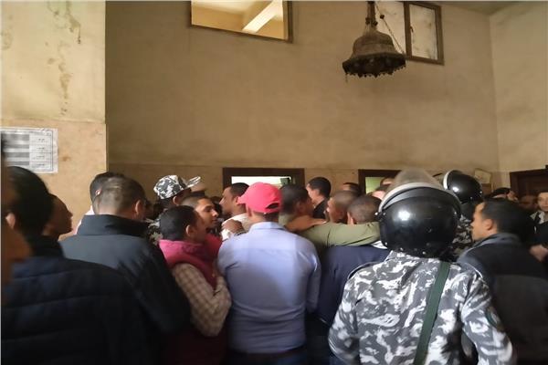 وصول محمد راجح لمقر محاكمته في قضية «شهيد الشهامة»
