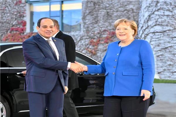 المستشارة الألمانية أنجيلا ميركل ترحب بالرئيس السيسي