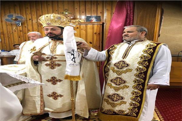 الأنبا باخوم يترأس صلاة القداس الإلهي