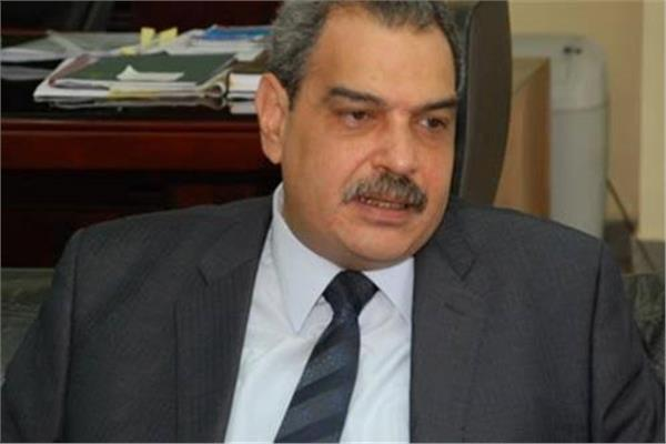 الدكتور مصطفى حسين وزير البيئة الأسب