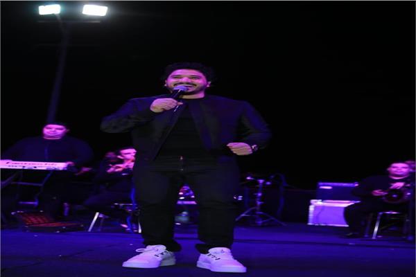 مصطفى حجاج يشعل حفل معرض الطفل