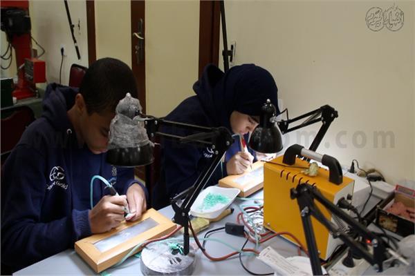 «صاغة» لطلاب الثانوية.. أطفال مصريون بين الذهب والألماس