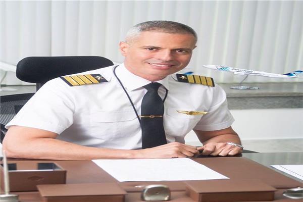 الطيار أحمد عادل رئيس مجلس إدارة الشركة القابضة لمصر للطيران