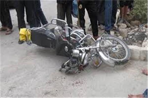 انقلاب دراجة بخارية بقنا