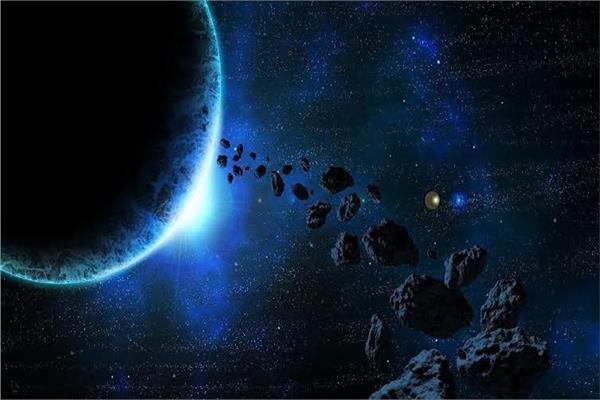 كويكبا هرمي الشكل سيعبر في مسار يتوازي مع الأرض