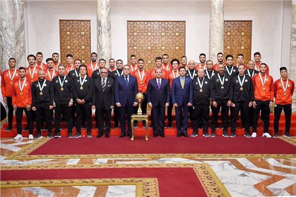 الرئيس السيسي وأبطال مصر من المنتخب الأولمبي
