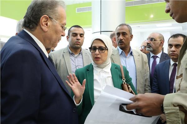 وزيرة الصحة خلال تفقد مستشفى العديسات