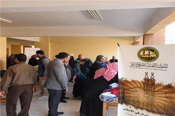 خريجي الأزهر توزع 1000 قطعة ملابس على أسر حي الأسمرات بالمقطم
