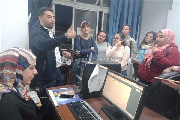 نادر عيسى: يشرح لطلاب الاعلام اقسام البوابة الالكترونية
