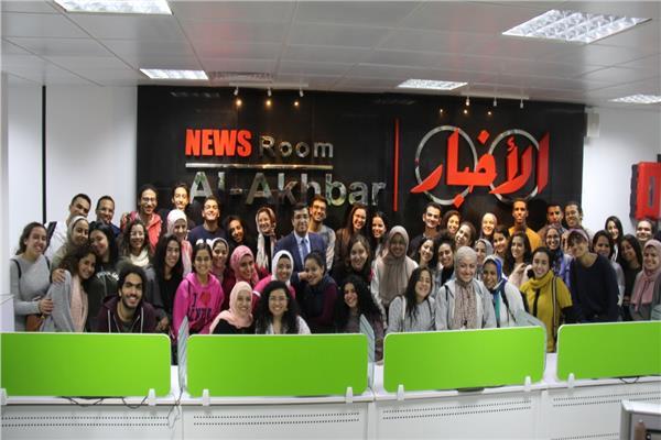 جولة لطلاب «إعلام القاهرة» في الصالة المدمجة بـ«أخبار اليوم»