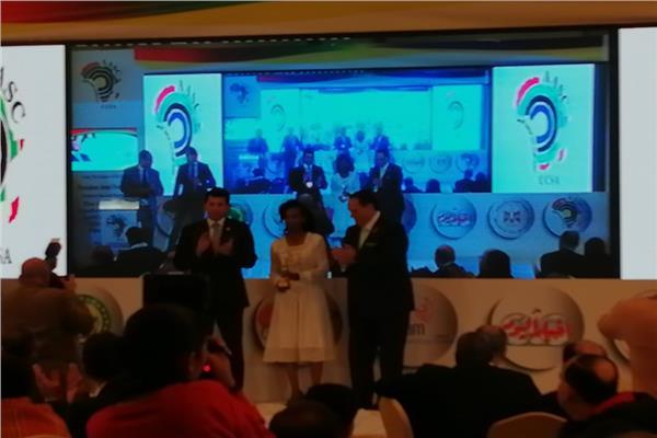 تكريم ديبابا والمتوكل بجائزة الريادة الإفريقية من الأوكسا
