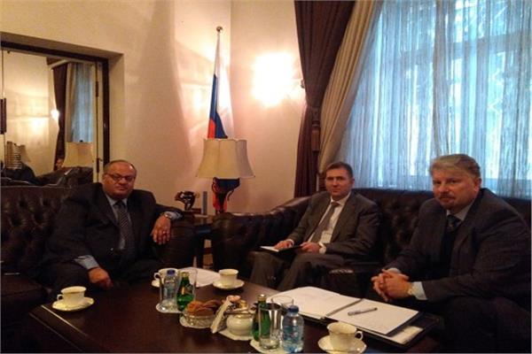 المدير التنفيذي لمهرجان جرش للثقافة والفنون أيمن سماوي والسفير غليب ديسياتنيكوف