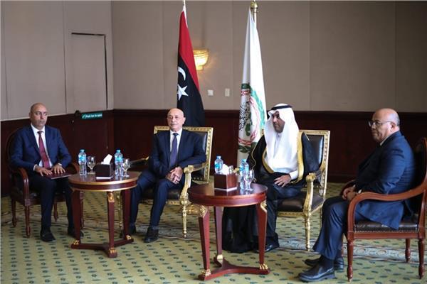 الدكتور مشعل بن فهم السلمي، رئيس البرلمان العربي، مع المستشار عقيلة صالح رئيس مجلس النواب الليبي