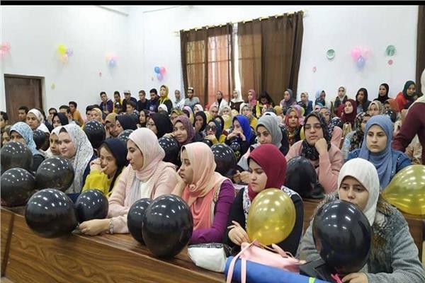 """كلية الاعلام بجامعة السويس تنظم احتفالية بعنوان """" يوم السعادة """""""