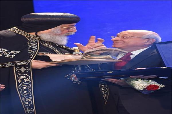البابا تواضروس يرسل تعزياته لأسرة المخرجسمير سيف