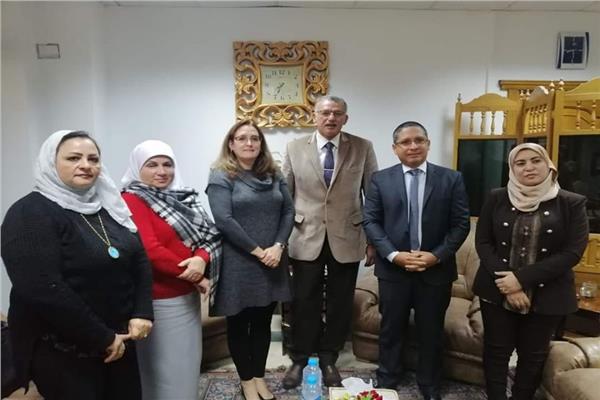 سفيرة كوبا تلتقي نائب رئيس الهيئة القومية لتعليم الكبار
