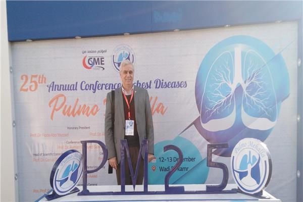 الدكتور أيمن السيد سالم أستاذ ورئيس قسم الصدر بقصر العيني جامعة القاهرة