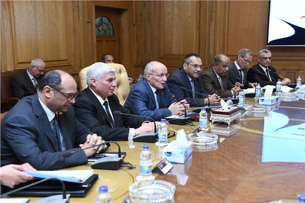 مناقشة موضوعات التعاون المشترك بين الوزارتين