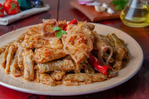 طبق اليوم .. «محشي الكرنب بقطع الدجاج» لتدفئة مثالية في البرد
