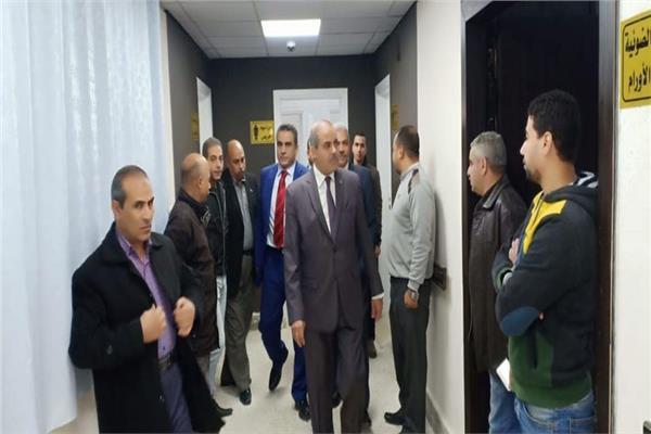 رئيس جامعة الأزهر في زيارة مفاجئة لمستشفى سيد جلال الجامعي