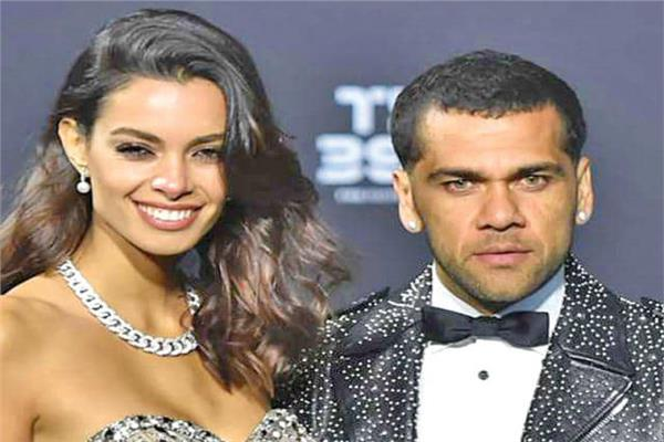 ألفيش البرازيلي وزوجته عارضة الأزياء الشهيرة جوانا سانز