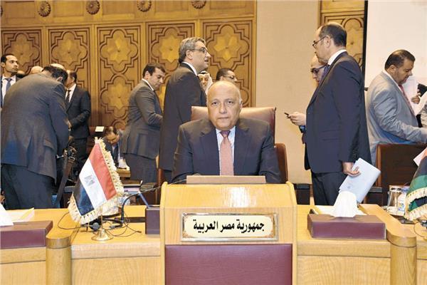 سامح شكرى وزير الخارجية خلال مشاركته أحد الاجتماعات بالجامعة العربية