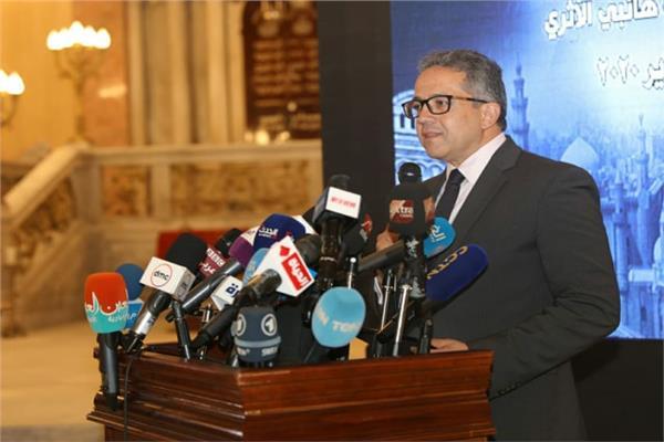 وزير السياحة والآثار د. خالد العناني،