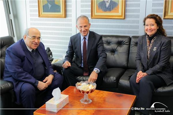 السفير الأمريكي يزور مكتبة الإسكندرية