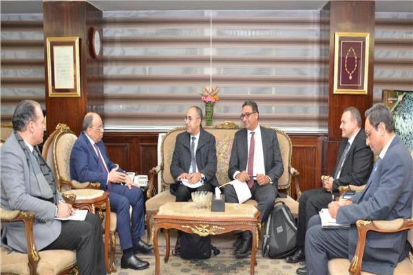 وزير التنمية المحلية يلتقي وفد البنك الدولي