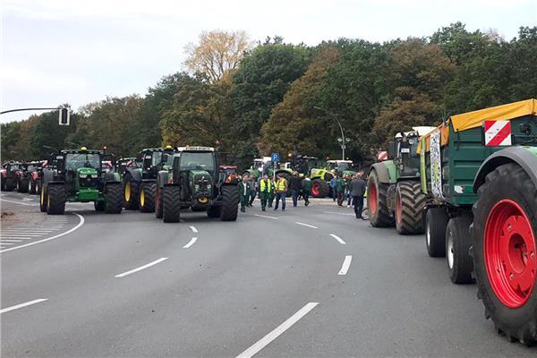 مظاهرات في برلين بالجرارات الزراعية تضامنا مع «البيئة»