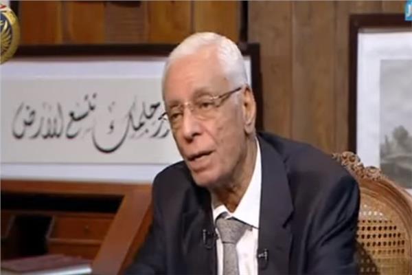 الدكتور حسام موافى