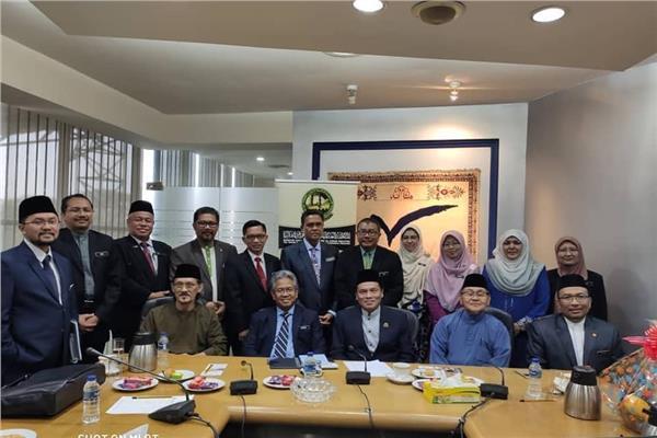 مسئولي وزارتي التربية، والتعليم العالي الماليزية