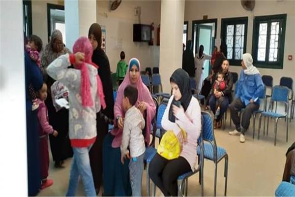 علاج ١٠٣٣مواطنا بالمجان بقرية بالشرقية