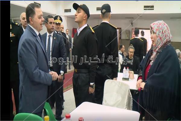 وزير الداخلية يزور الطلاب الجدد بكلية الشرطة