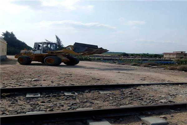 غلق 18 معبر مخالف على السكة الحديد بأبو المطامير بالبحيرة