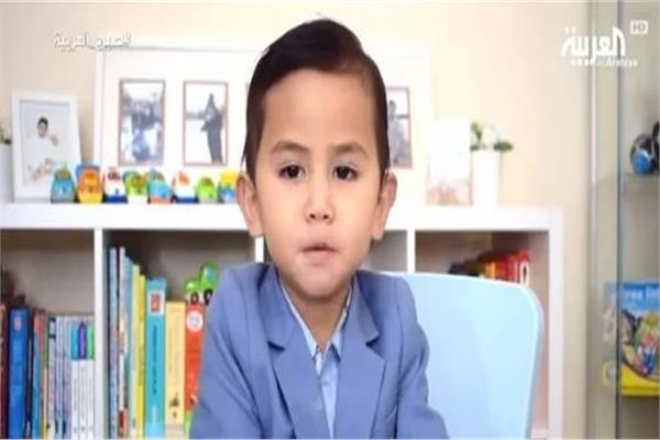 طفل ماليزي عمره 3 سنوات في نادي العباقرة