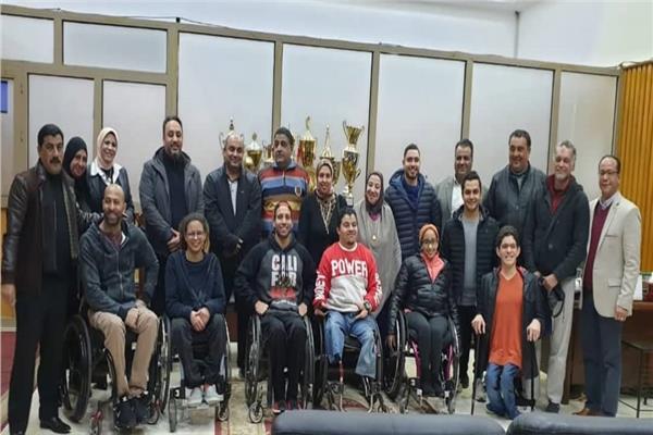 جلسة ودية بين اللجنة البارالمبية ومنتخب السباحة لتحفيز اللاعبين قبل السفر إلى بطولة ايطاليا
