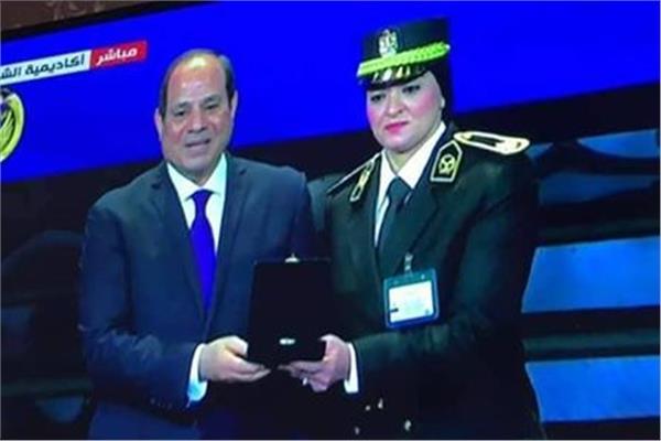 الرائد مها ماهر التي منحها الرئيس السيسي وسام الجمهورية