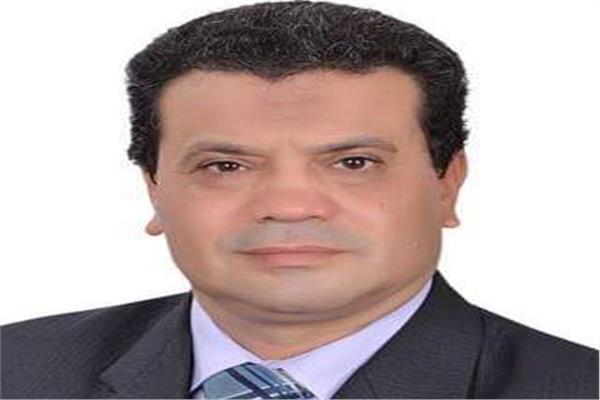 الدكتور ياسر سمرة عميد كلية التجارة جامعة دمياط