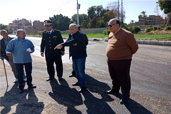 محافظ الأقصر يتفقد أعمال رصف وتطوير شوارع البياضية