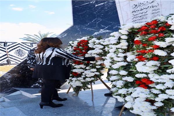 محافظ دمياط تضع إكليل الزهور على النصب التذكاري لشهداء الشرطة