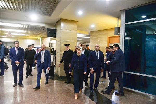 وزيرة الصحة د.هالة زايد بالحجر الصحي في مطار القاهرة