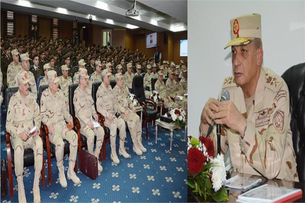 وزير الدفاع خلال لقاء خريجي الدفعة الأولى من كلية الطب بالقوات المسلحة