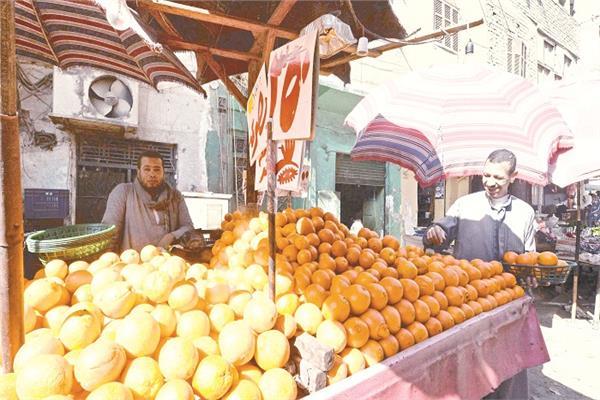 الأسعار «حائرة» بين الأسواق الشعبية والراقية