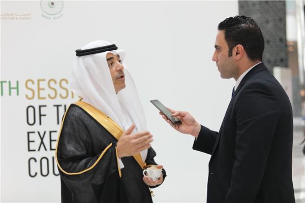 مدير منظمة الإيسيسكو د. سالم بن محمد المالك خلال حواره مع الأخبار