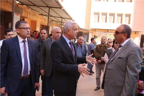 رئيس جامعة المنوفية يتفقد الموقع العام بالمجمع الطبى